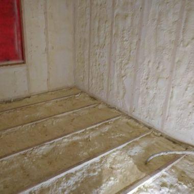 Põranda ja siseseinte soojustamine avatud pooridega PUR vahuga