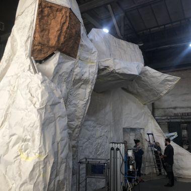 Dekoratiivse konstruktsiooni katmine toonitud ja suure tihedusega suletud pooridega PUR vahuga